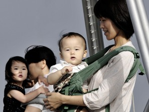 Japonnaises et leurs enfants