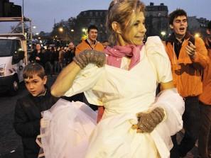 Frigide Barjot en mariée